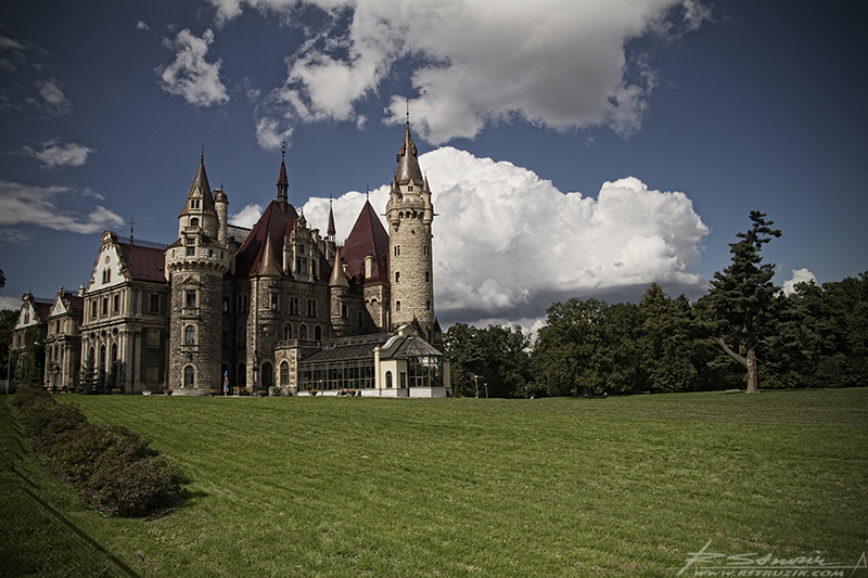 Zamek Moszna. Jak już wspominałem miejsce to urzeka bajkowym pięknem.